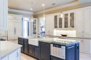 Traditional kitchens kitchen remodeling by kitchen for Kitchen remodeling dallas tx