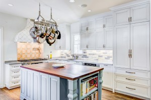 traditional-kitchen-design-dallas-elmwood-white-and-blue